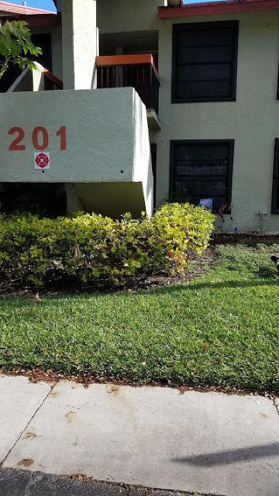 Broward County Condo For Sale: 201 Lake Pointe Drive #108