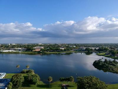 Delray Beach Condo For Sale: 44 Waterford B