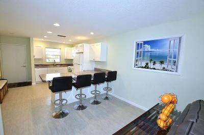 Vero Beach Condo For Sale: 2800 Indian River Boulevard #4