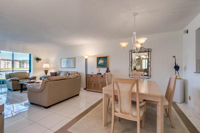 Delray Beach Condo For Sale: 6193 Pointe Regal Circle #101
