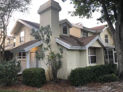 Palm City Townhouse Contingent: 3710 SW Sunset Trace Circle