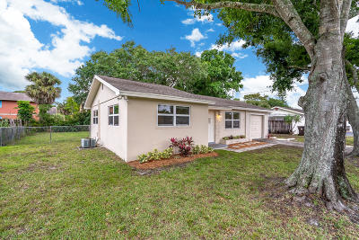West Palm Beach Single Family Home For Sale: 300 Holly Drive