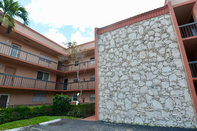 Broward County Condo For Sale: 3040 Holiday Springs Boulevard #308