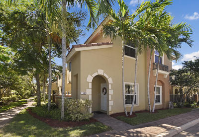 Boynton Beach Townhouse For Sale: 113 Monterey Bay Drive #113