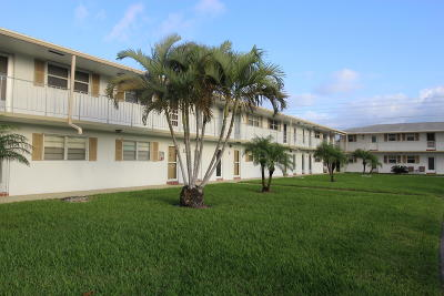 Boynton Beach Condo For Sale: 1115 Lake Terrace #201