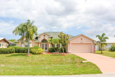 Port Saint Lucie Single Family Home For Sale: 1303 SE Coral Reef Street