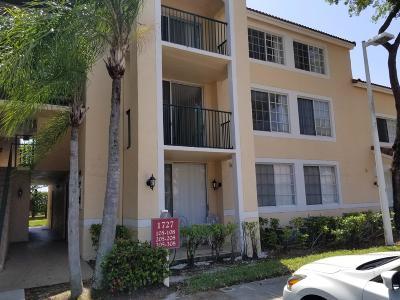 West Palm Beach Condo For Sale: 1727 Village Boulevard #207