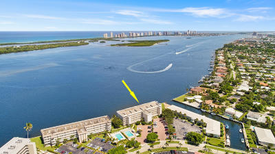 North Palm Beach Condo For Sale: 60 Yacht Club Drive #306