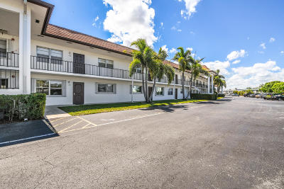 Palm Beach Gardens Condo For Sale: 3075 Gardens East Drive #28