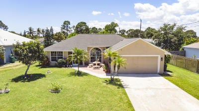 Single Family Home For Sale: 2220 SE Powell Court