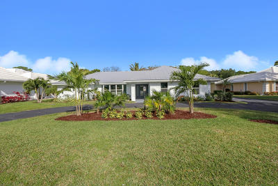 Martin County Single Family Home For Sale: 3652 SE Clubhouse Place