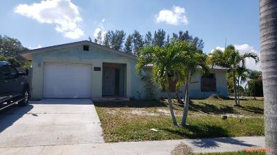 Lake Worth Single Family Home For Sale: 3277 Pinehurst Drive