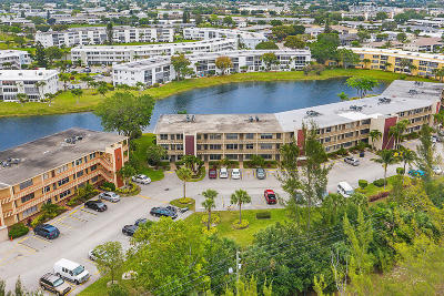 West Palm Beach Condo For Sale: 203 Wellington M