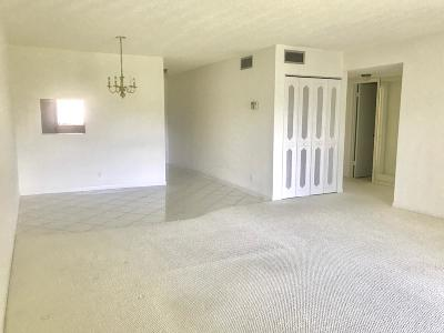 West Palm Beach Condo For Sale: 212 Oxford 200 #212