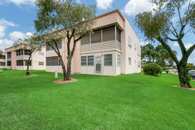 Delray Beach Condo For Sale: 577 Burgundy #M