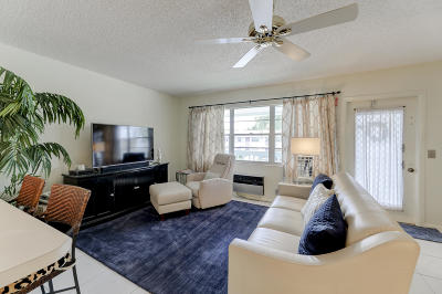 Deerfield Beach FL Condo For Sale: $55,000
