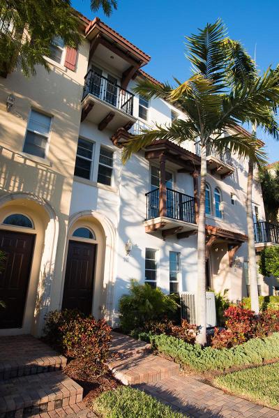 Boca Raton Townhouse For Sale: 32 Via Floresta Drive
