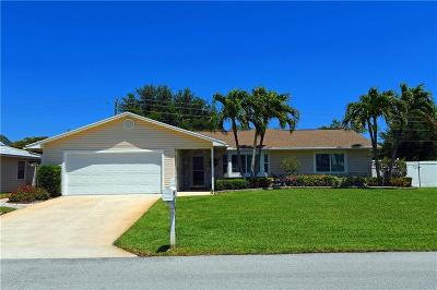 Jensen Beach Single Family Home For Sale: 1041 Zebrina Senda