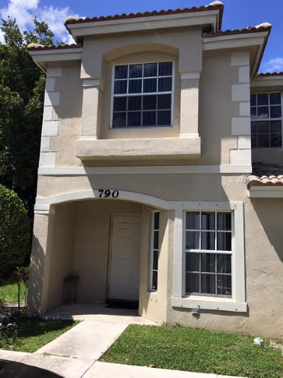 Broward County, Palm Beach County Townhouse For Sale: 790 Summit Lake Drive