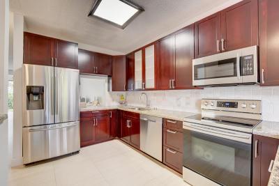 Boca Raton Townhouse For Sale: 6785 Via Regina