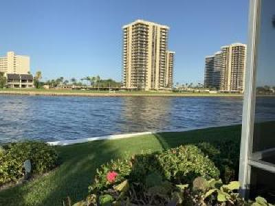 North Palm Beach Condo For Sale: 20 Yacht Club Drive #101
