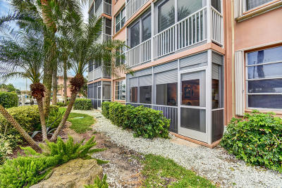 Palm Beach County Condo For Sale: 930 Dogwood Drive #158