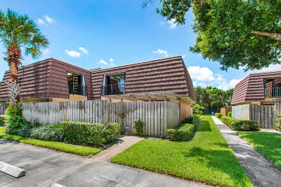 Palm Beach Gardens Townhouse Pending: 2216 22nd Lane