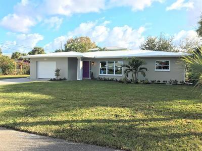 Stuart Single Family Home For Sale: 2050 SE Riverside Terrace