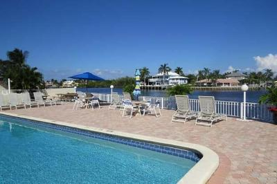 Boynton Beach Condo For Sale: 638 Snug Harbor Drive #E13