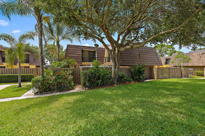 Palm Beach Gardens Townhouse Contingent: 724 7th Court