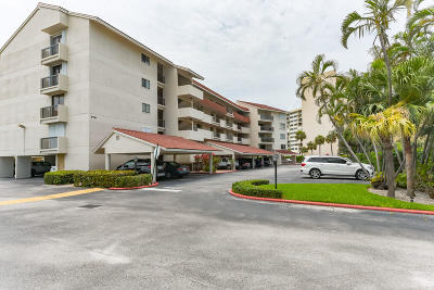 North Palm Beach Condo For Sale: 300 Golfview Road #202