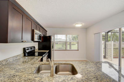 Royal Palm Beach Townhouse For Sale: 1 Amherst Court #C