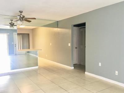 West Palm Beach Single Family Home For Sale: 5933 Forest Hill Boulevard #6