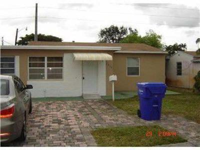 Hollywood Multi Family Home For Sale: 2515 Arthur Street