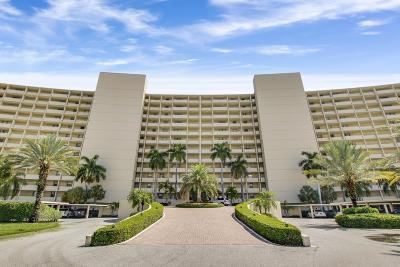 North Palm Beach Condo For Sale: 132 Lakeshore Drive #T18