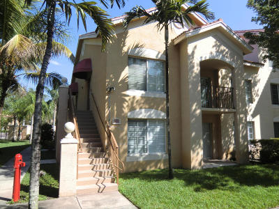 West Palm Beach Condo For Sale: 4101 San Marino Boulevard #302