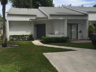 Royal Palm Beach Townhouse For Sale: 167 Sunshine Boulevard