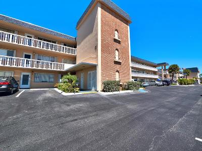 North Palm Beach Condo For Sale: 111 Doolen Court #304