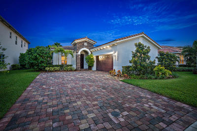 Jupiter Single Family Home For Sale: 128 Behring Way