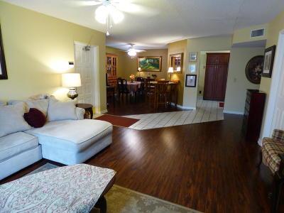 Delray Beach Condo For Sale: 13890 Oneida Drive #B1