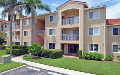 Vero Beach Condo For Sale: 1590 S 42nd Circle #205