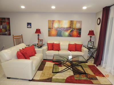 Royal Palm Beach Condo For Sale: 409 Lakeview Drive E