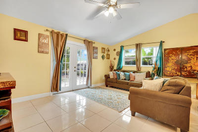 Royal Palm Beach Single Family Home For Sale: 11824 Oleander Drive