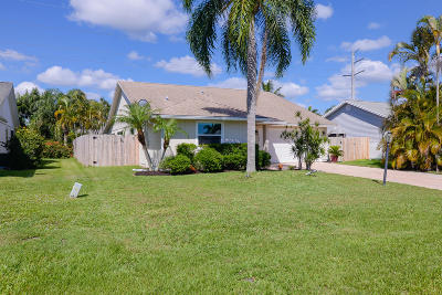 Martin County Single Family Home Contingent: 6748 SE Silverbell Avenue