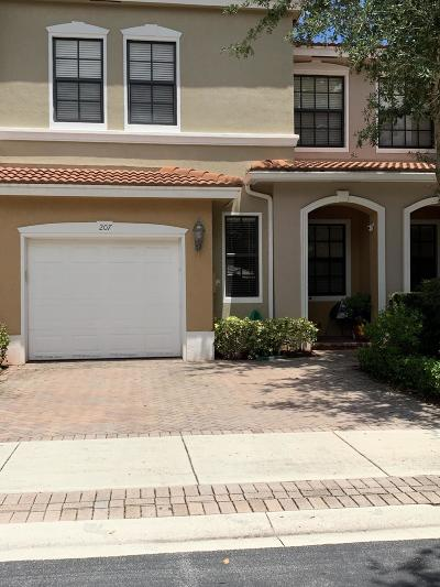 Delray Beach Townhouse For Sale: 207 W Chrystie Circle