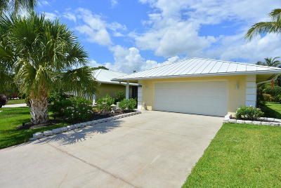 Martin County Single Family Home For Sale: 3890 SE Fairway W