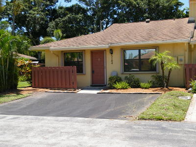 Delray Beach Townhouse For Sale: 5184 Tennis Lane