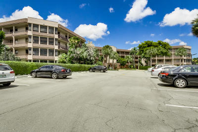 Lake Worth Condo For Sale: 4702 Fountains Drive S #104