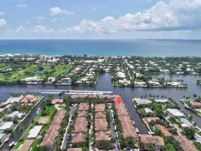 Boynton Beach Townhouse For Sale: 3065 Waterside Circle