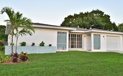 Port Saint Lucie Single Family Home For Sale: 855 SE Festivo Court